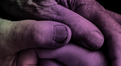 Pormenor da capa do relatório Decriminalising Suicide: SAVING LIVES, REDUCING STIGMA.