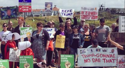 Protesto contra Trump em Turnberry, onde o presidente dos EUA joga golfe. Fotografia: Twitter/Frankie_Mack