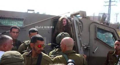 Ahed Tamimi, de 17 anos, tornou-se uma heroína para os palestinianos depois de em dezembro do ano passado, perto da sua casa na aldeia de Nabi Saleh, na Cisjordânia, ter sido detida pelas forças israelitas.