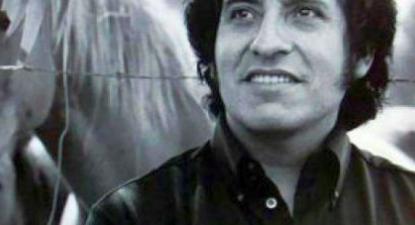 Victor Jara foi professor, diretor de teatro, poeta, cantor, compositor, músico e ativista político.