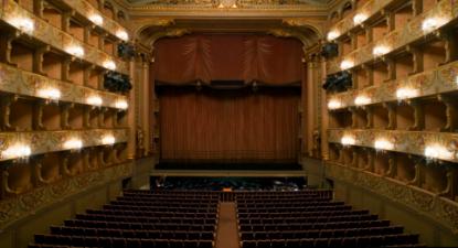 """""""O OPART é uma imensa amálgama de problemas por resolver: das questões laborais à qualidade e prestígio artísticos das instituições, muito há a fazer"""" -  Teatro Nacional de São Carlos. Fotografia: bestexperiencelisbon.com"""