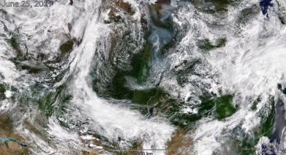 Imagem de satélite da nuvem de fumo na Sibéria.