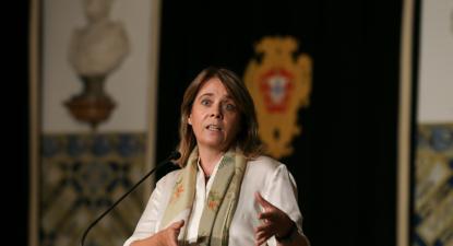 Catarina Martins fala à comunicação social à saída da reunião com o Presidente da República, 15 de outubro de 2021 – Foto de Manuel de Almeida/Lusa