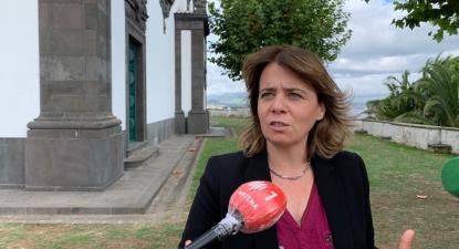 Catarina Martins na Região Autónoma dos Açores, fazendo declarações à comunicação social – foto esquerda.net