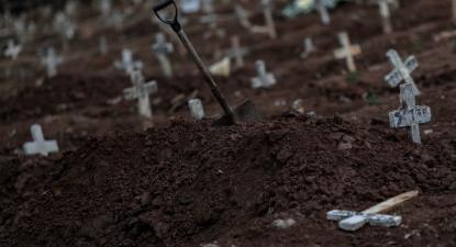 Cemitério Caju, Rio de Janeiro, 14 de julho de 2020 – Foto de António Lacerda/Lusa/Epa