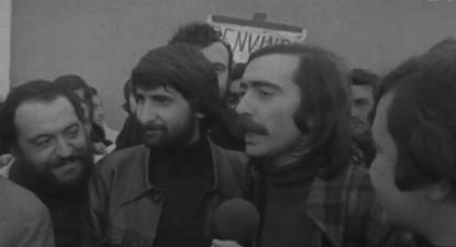 José Mário Branco e Luís Cília. Regresso a Portugal, em abril de 74. Reprodução de imagem da RTP Arquivo.