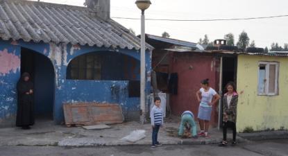 """""""Exemplos concretos de discriminação de comunidades ciganas, como o que identificamos no concelho de Ovar, com cenários habitacionais e sociais, indignos e desumanos, continuam teimosamente a não merecer a atenção dos autarcas e dos governos"""" - Foto de José Carlos Lopes"""