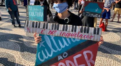 """""""Quantos trabalhadores foram apoiados no âmbito do PEES para a Cultura em 2020?"""", questionam as deputadas."""