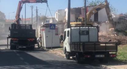 Demolida da casa no bairro 6 de Maio na Amadora - foto esquerda.net