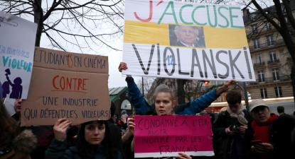 Protestos contra Polanski à porta da cerimónia de entrega dos César. Paris, 28 de fevereiro de 2020.
