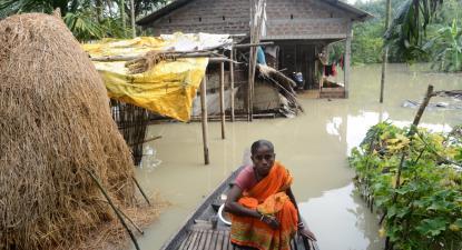 Só em Assam, na Índia, os desastres causados pelas monções atingiram quase 3 milhões de pessoas.