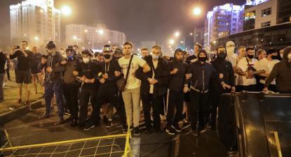 Manifestantes esta madrugada em Minsk, Bielorrússia.