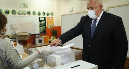 Boyko Borissov, primeiro-ministro búlgaro vota nas eleições legislativas. Foto do Gabinete de Imprensa do governo/EPA/Lusa.