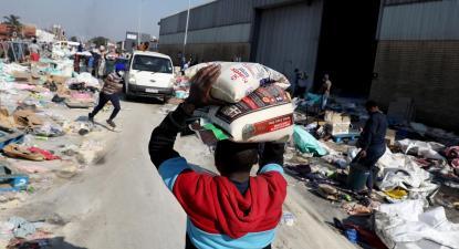 Armazém de açúcar em Durban, África do Sul. Foto de STR/EPA/Lusa.