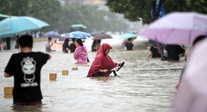 Cheias em Zhengzhou em julho de 2021.