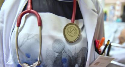 médica no hospital