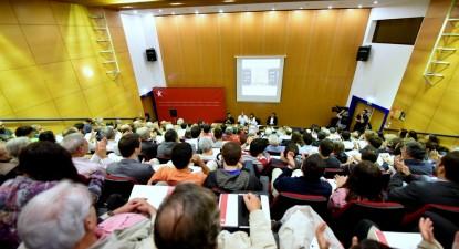 Um auditório a rebentar pelas costuras e o debate participado, aprofundado e sério - Foto de Paulete Matos