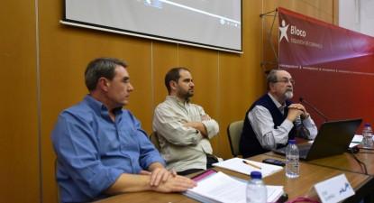 """Mesa da sessão sobre política fiscal na Conferência """"Que Orçamento para Portugal?"""""""
