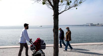 famílias junto ao rio