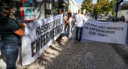 Enfermeiras e enfermeiros protestam junto à ARS, 7 de outubro de 2021 – Tiago Petinga/Lusa