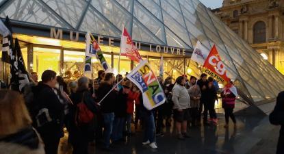 Trabalhadores bloqueiam a entrada no Louvre. Paris, janeiro de 2020.