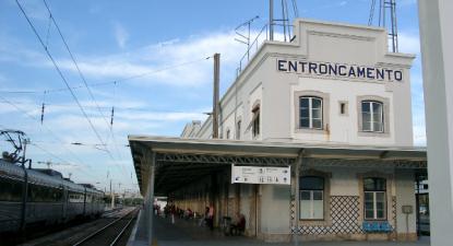 Bloco propõe requalificação do troço Vale de Santarém – Entroncamento, estação do Entroncamento – foto de Andreas Nagel, München – wikipedia