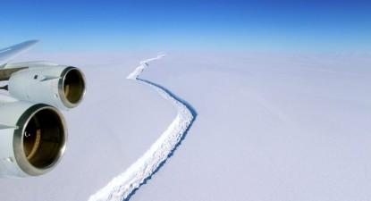 Fissura na plataforma Larsen C, por NASA/John Sonntag Handout, Lusa
