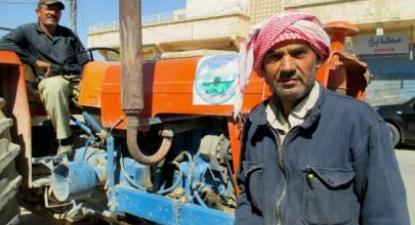 A recolha do lixo é uma das muitas funções desempenhadas pelo autogoverno democrático nos três cantões do norte da Síria. Foto de Karlos Zurutuza, IPS