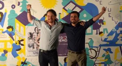 Pablo Iglesias e Alberto Garzón na colagem de cartazes em Madrid - Foto do Podemos/flickr