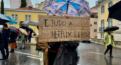 Manifestação dos Estudantes pelo Cinema Português, onde exigiam que as taxas do cinema fossem plenamente aplicadas às plataformas de streaming.