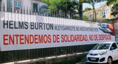 Faixa contra o bloqueio, em Havana, 2020 - Foto de Mariana Carneiro