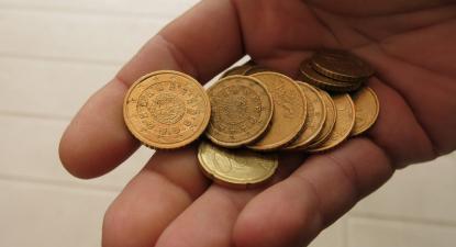 moedas na mão
