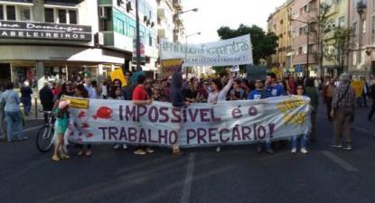 """Precários da Ciência protestam nesta quarta-feira – Na foto de precarios.net, faixa """"Impossível é o trabalho precário"""""""