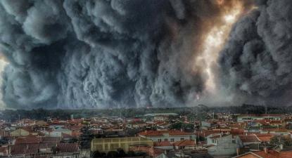 Incêndio em Vieira de Leiria este domingo. Foto de Hélio Medeiros.