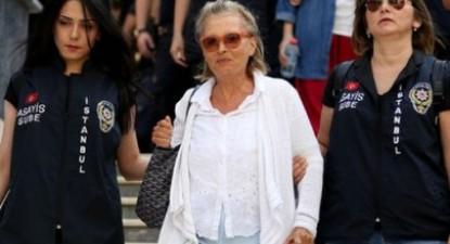 """Nazli Ilicak, ex-deputada e conhecida colunista turca, foi presa na passada semana, juntamente com outros 88 jornalisas, dos quais 40 continuam presos e 17 foram acusados de """"envolvimento com o grupo terrorista"""""""