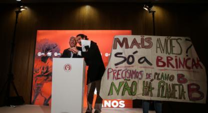 Jovens interrompem António Costa. Foto de Mário Cruz/Lusa.