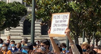 Racismo é crime, concentração no Porto, 1 de agosto de 2020 - Foto de Pedro Faria