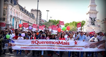 25th April, Carnation Revolution demonstration in Lisbon, by Paulete Matos