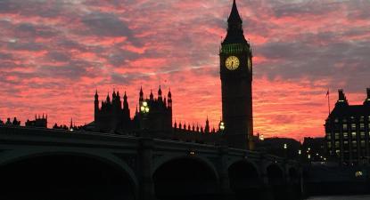 Westminster ao entardecer. Foto: Fatoota/Pixabay.