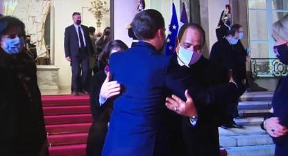 A eficácia de Macron é afinal apenas uma: o Egipto é o primeiro cliente da indústria de armamento francesa, mas o que é uma boa notícia para a indústria bélica francesa é uma má notícia para o Mundo, Macron abraça Sissi