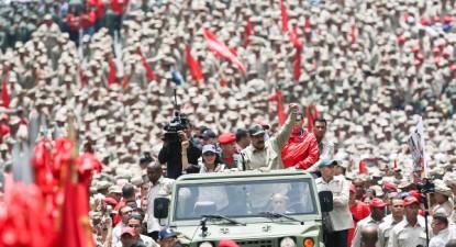 anunciou na comemoração do sétimo aniversário da Milicia Nacional Bolivariana (MNB), a sua expansão para 500 mil milicianos, ainda este ano