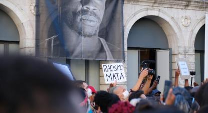 """exige aos responsáveis políticos e institucionais que """"acionem os mecanismos processuais para combater o racismo e o crescimento da extrema-direita"""""""