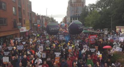 Manifestação contra os conservadores por ocasião do congresso do partido em Manchester, 29 de setembro de 2019. Foto: People's Assembly Against Austerity/Facebook.