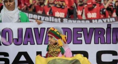 Manifestação em Istambul em solidariedade com os curdos da região de Rojava, Curdistão Sírio. Foto de Firat news