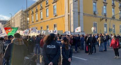 Concentração de protesto das forças e serviços de segurança em Lisboa, junto ao ministério das Finanças - Foto esquerda.net