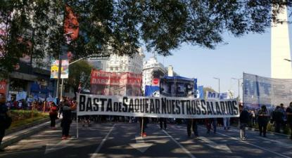 """""""Basta de saque aos nossos salários, manifestação contra as medidas neoliberais de Macri, 5 de setembro, Buenos Aires - Juan Ignacio Irigaray - El Salto"""