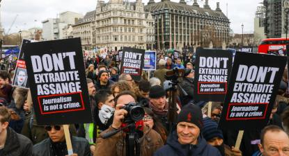 Manifestação realizada em Londres contra a extradição de Assange para os EUA, 22 de fevereiro de 2020 – Foto de Vickie Flores/Epa/Lusa