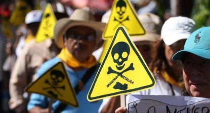 Protestos em El Salvador contra exploração mineira de metais, por Oscar Rivera, EPA/Lusa