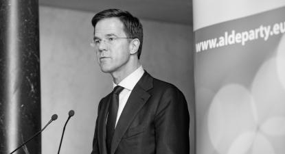 Mark Rutte, primeiro-ministro da Holanda, defensor acérrimo da economia parasitária financiarizada e membro do Alde Party, o partido europeu de direita de que faz parte a Iniciativa Liberal de Portugal – Foto extraída de aldeparty.eu/flickr