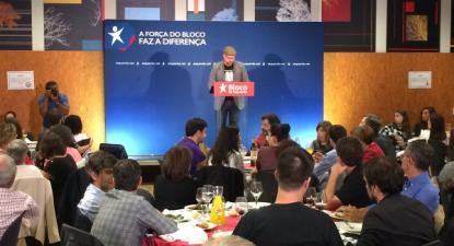 Martiño Noriega, alcaide de Santiago de Compostela, intervindo no comício do Bloco de Esquerda em Braga - Foto retirada do tweeter de Martiño Noriega